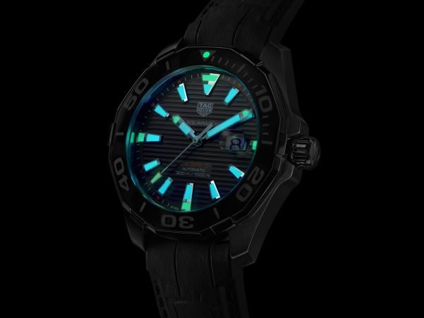 Tag Heuer Aquaracer 43 mm Tortoise Shell Effect Special Edition lume