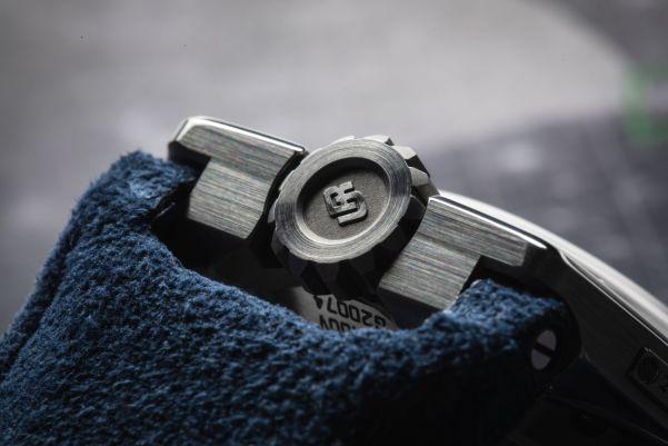 URWERK UR-100 V Iron Limited Edition