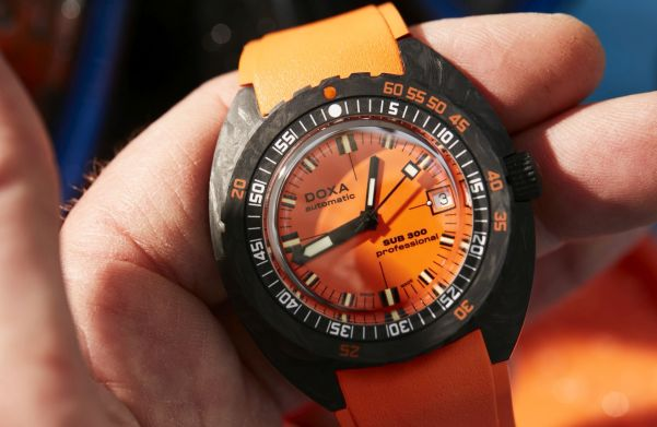 DOXA SUB 300 Carbon COSC Orange Professional diving watch