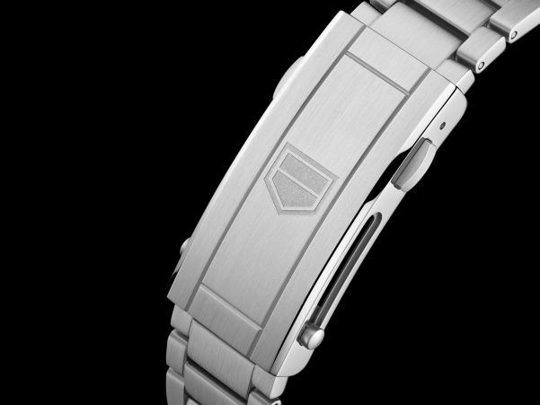 TAG Heuer Aquaracer Professional 300 Calibre 5 Automatic watch integrated metal bracelet with fine adjustment system