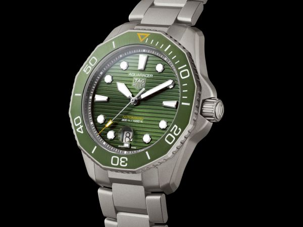 TAG Heuer Aquaracer Professional 300 Calibre 5 Automatic with green sunray-brushed dial, Reference WBP208B.BF0631