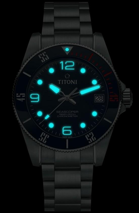 TITONI Seascoper 600 automatic diving watch lume shot