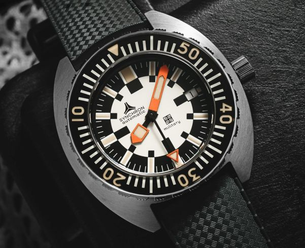 SYNCHRON Military diver