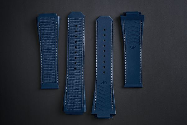 Girard-Perregaux Laureato Absolute Ti 230 watch strap blue