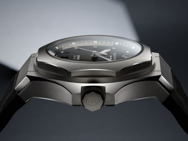 Girard-Perregaux Laureato Absolute Ti 230 watch case
