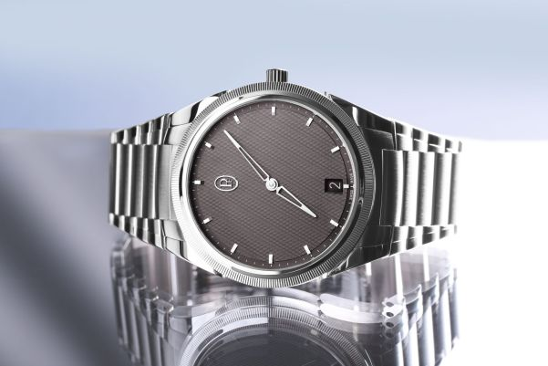 Parmigiani Fleurier Tonda PF Micro-Rotor with polished and satin-finished medical stainless steel with platinum 950 hand-knurled bezel