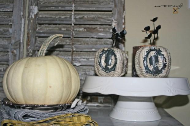Glitzy halloween tablescape 11