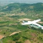 El increíble vuelo de los pilotos que «siembran» las nubes para que llueva