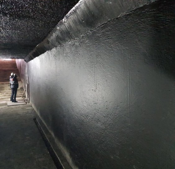masti-k 158 с повышенной прочностью при разрыве и сдвиге, высокой адгезией к основным строительным материалам: бетону, металлу, мрамору, кирпичу, эпоксидной смоле