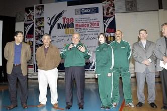 2010-02-23_(b)x_masTaekwondo_Gobernador_visita_a_los_jovenes_mexicanos-07_580