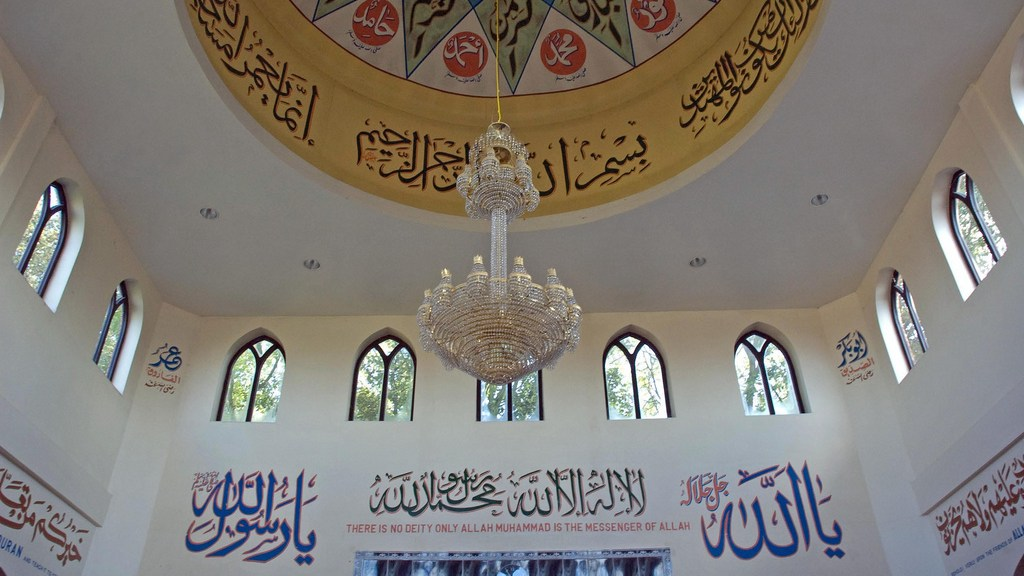 Aylesbury Mosque, main prayer hall