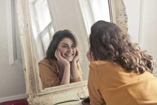 ¿Es real tu imagen en el espejo?