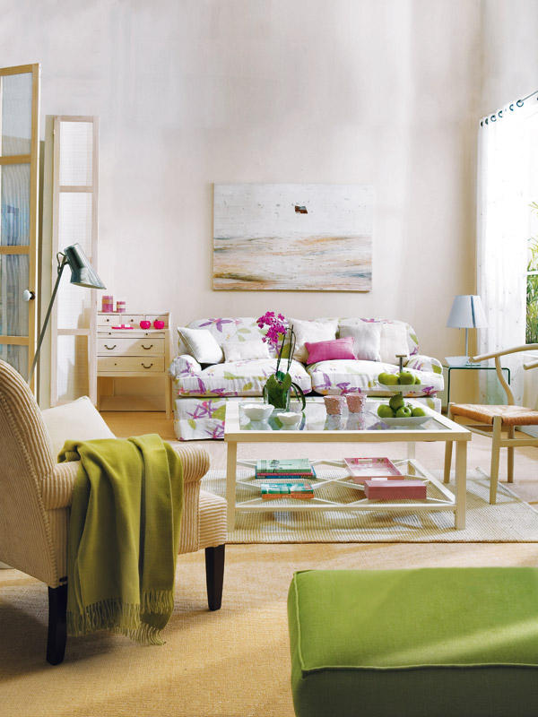 A Green And Purple Living Room Décor