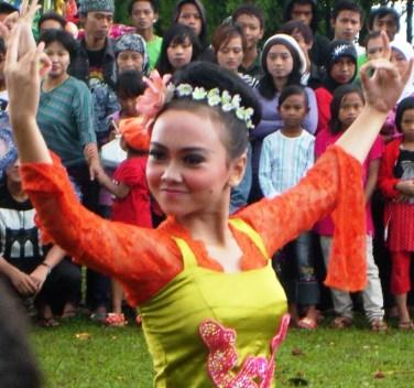 Jaipong dancer