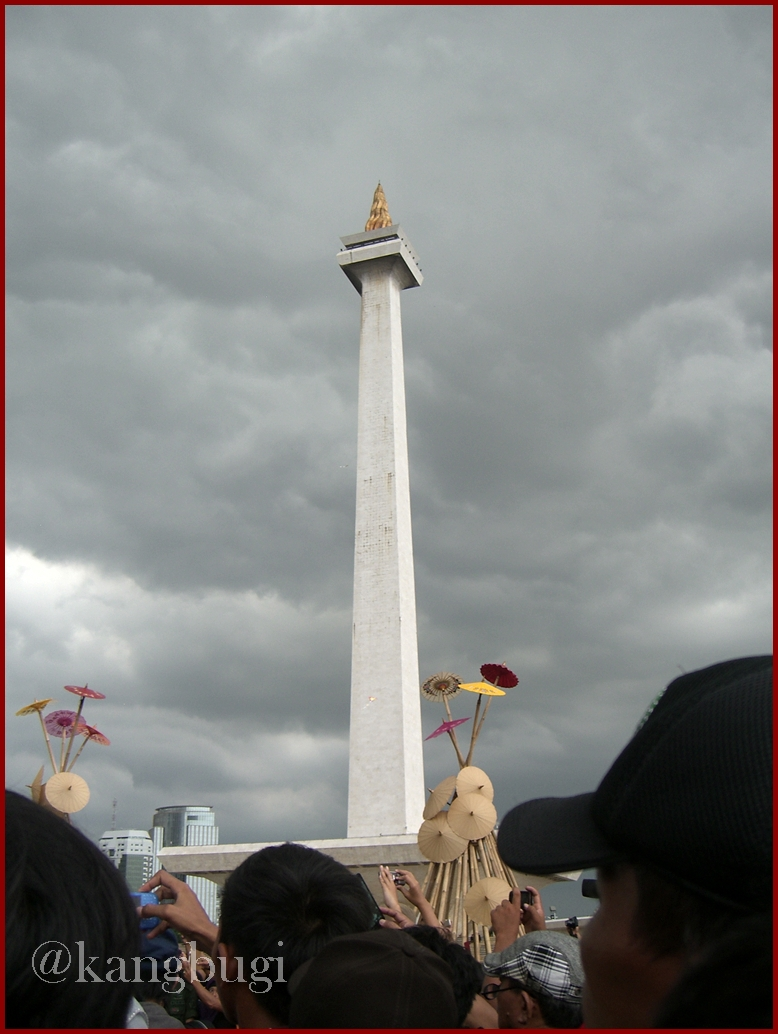 National Monument with the dark cloud background