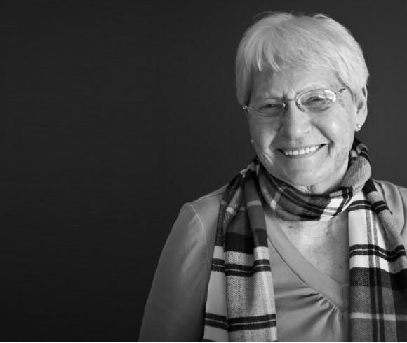 Mme Estelle Larivière