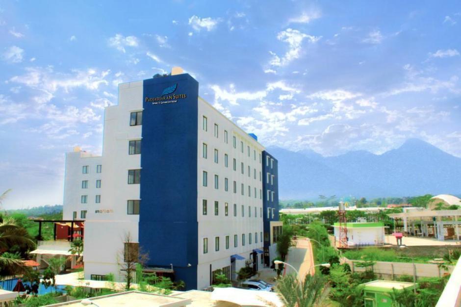padjadjaran-suites-resort
