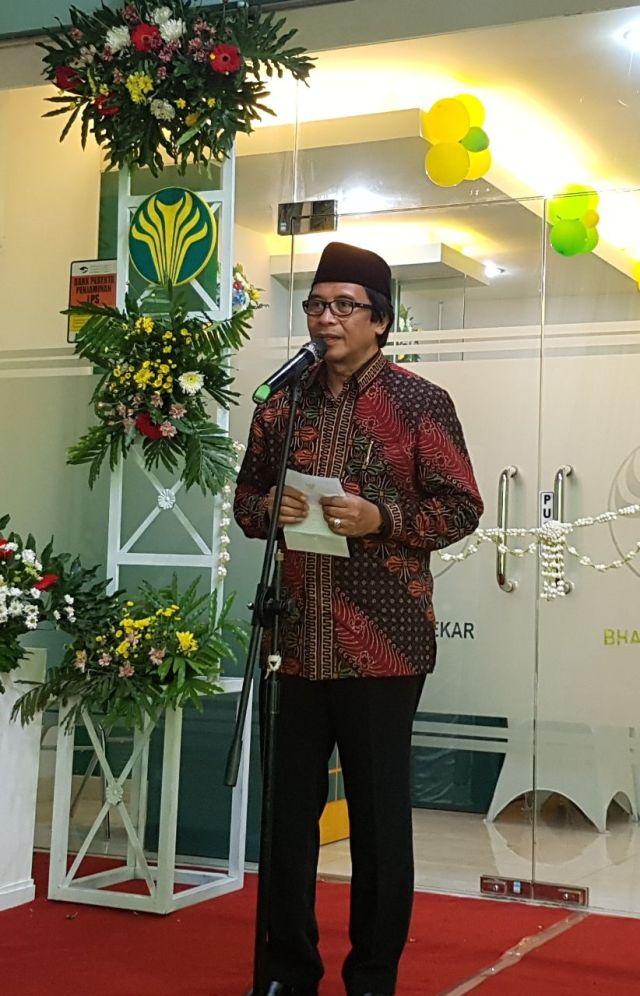 Wakil Bupati Jember, KH A. Muqit Arief saat memberi sambutan di pembukaan Kantor BPRS Bhakti Sumekar Cabang Jember. foto for Mata Madura
