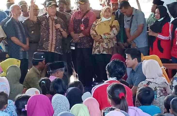 Bupati Busyro Beri Semangat Korban Gempa di Sapudi