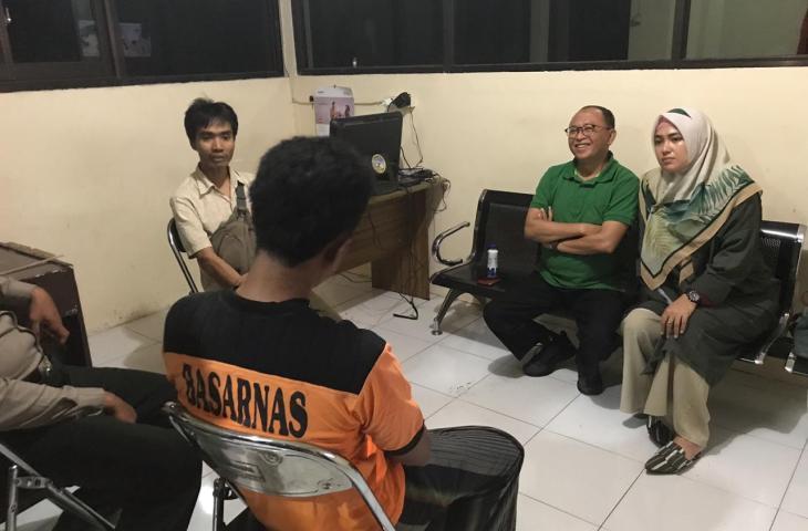 Bersama Bunda Fitri, Bupati Busyro Kunjungi 5 Nelayan Asal Sumenep di Lombok Timur