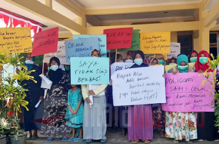 Emak-Emak Tolak Bupati Bangkalan Berpoligami