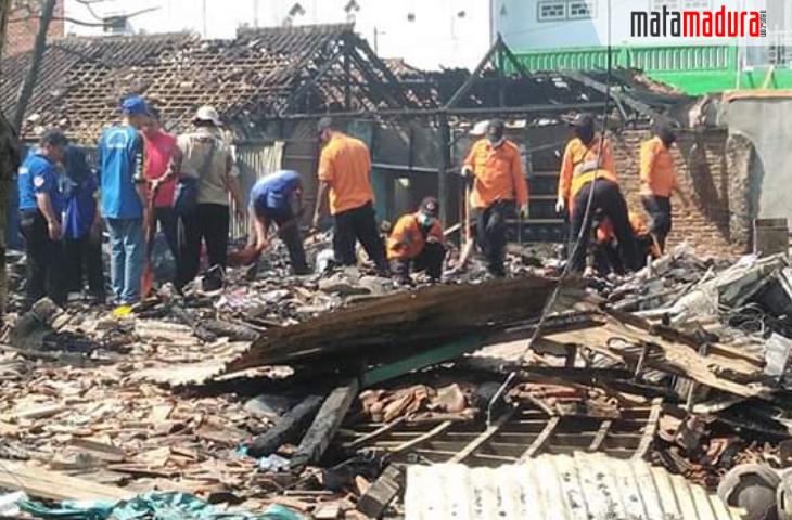 8 Ruko Ludes Terbakar di Sampang, Apa Penyebabnya?