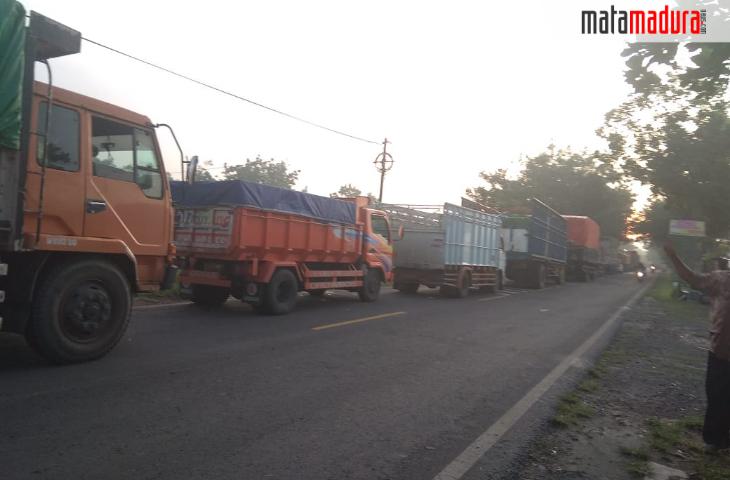 Gegara Banjir, JL Raya Blega Macet Hingga 7 Km