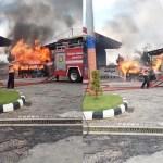 Mobil Carry Berisi Belasan Jerigin BBM Terbakar di SPBU Larangan Badung Pamekasan