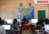 Mahasiswa PMM UMM di Sampang Ajarkan Desain Grafis pada Masyarakat Desa Gulbung