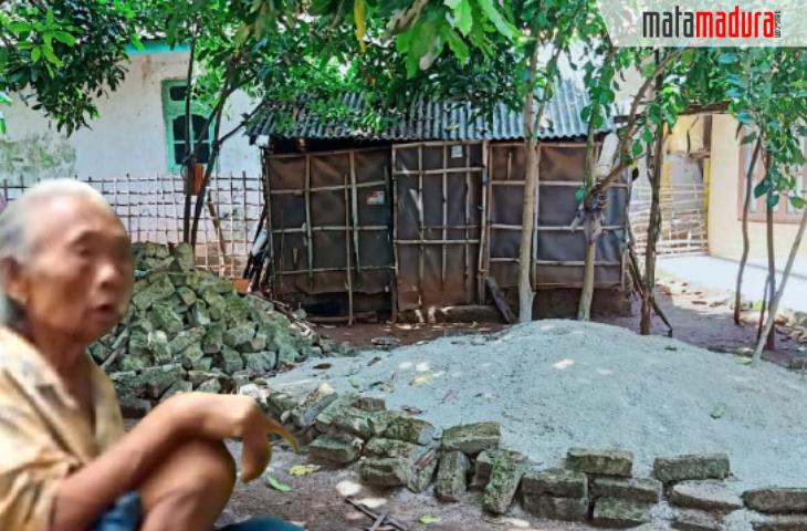 Nasib Nenek Haniyah di Sumenep: Dapat RTLH, Hanya Ada Tumpukan Bata dan Pasir