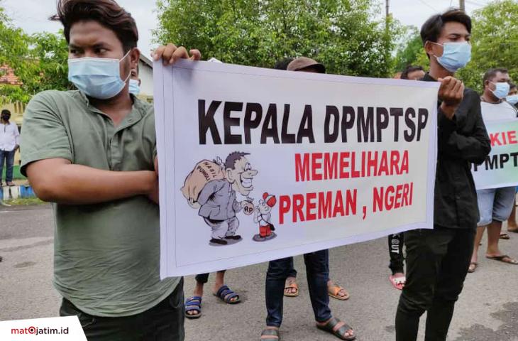 Dituding Gunakan Jasa Preman, Kadis Perizinan Bangkalan Dituntut Mundur