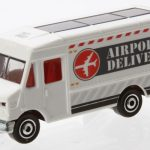 MB787-09 : Express Delivery Truck