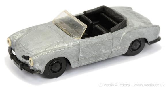 Matchbox Dinky DY-35 : 1968 Volkswagen Karmann-Ghia Convertible