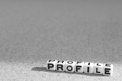 サイコロでプロフィールの文字を並べている画像