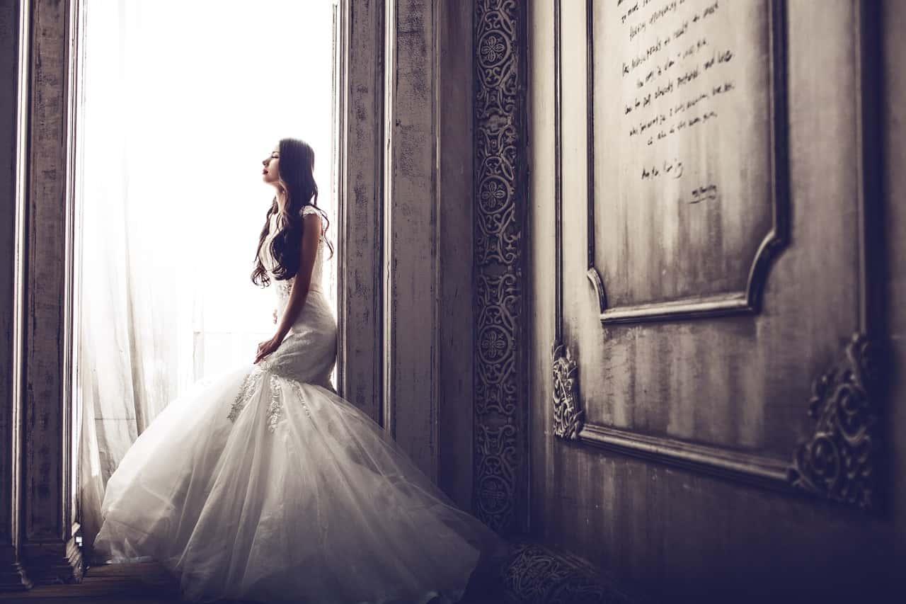 婚活アプリを使って出会い結婚することになった女性