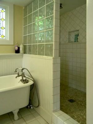 Amazing glass brick shower division design ideas 09