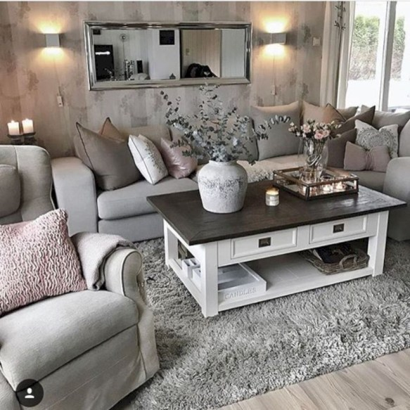33 Beautiful Living Room Design Ideas With Mirror