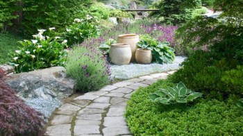 Best garden walkway to envy your visitor 04