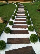 Best garden walkway to envy your visitor 23