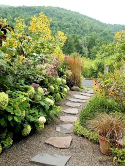 Best garden walkway to envy your visitor 28