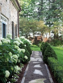 Best garden walkway to envy your visitor 47