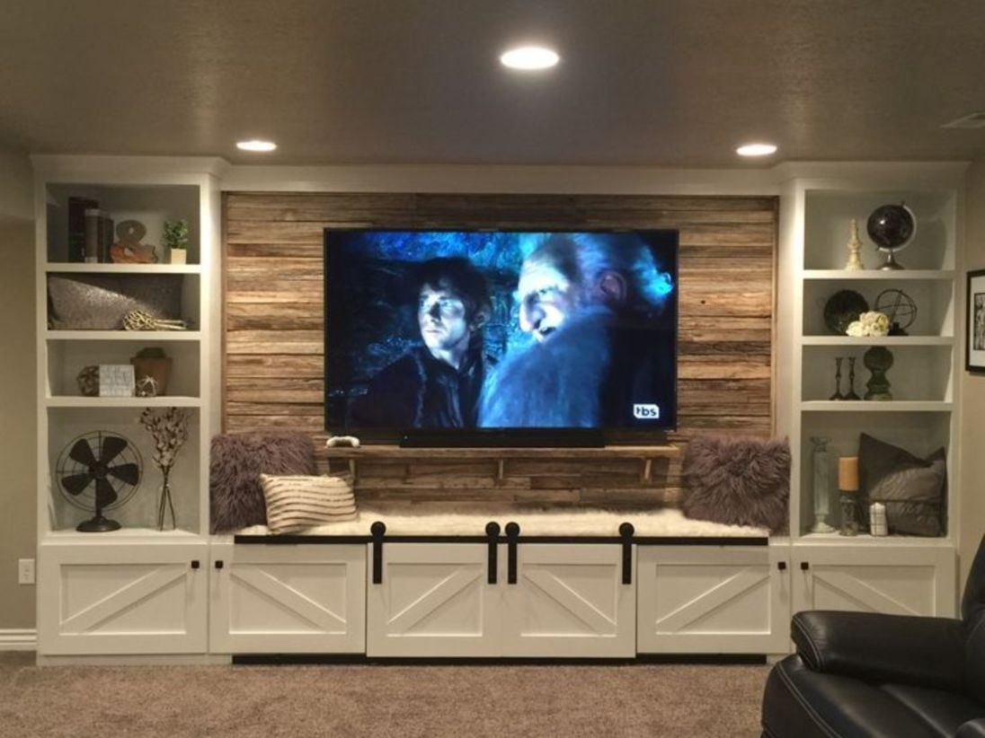 Built-in bench for your basement design ideas 18