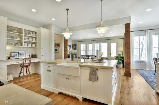 Charming custom kitchens cabinets designs 43