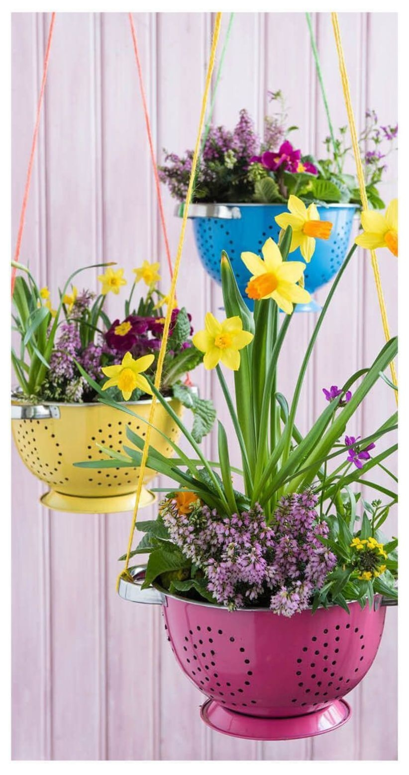 Charming outdoor hanging planters ideas to brighten your yard 29