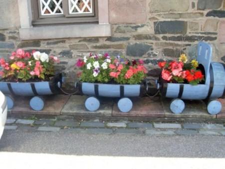 Creative garden potting ideas 38