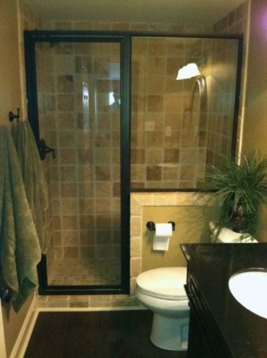 Half wall shower for your small bathroom design ideas 31
