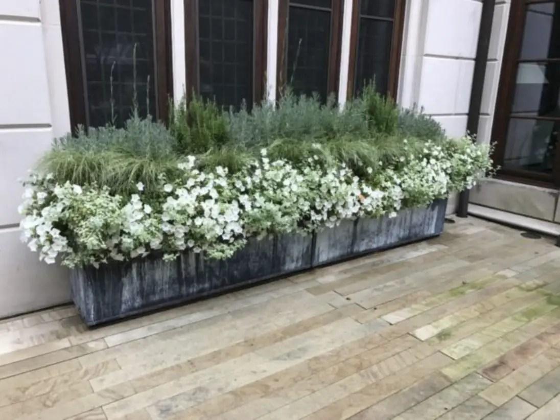 Outdoor garden decor landscaping flower beds ideas 01