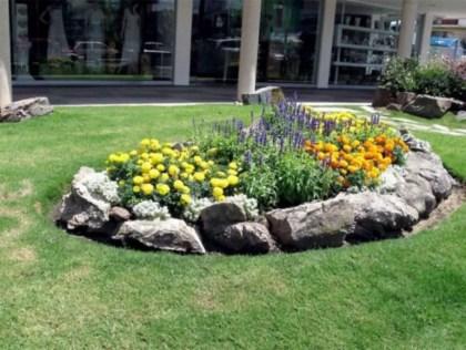 Outdoor garden decor landscaping flower beds ideas 22