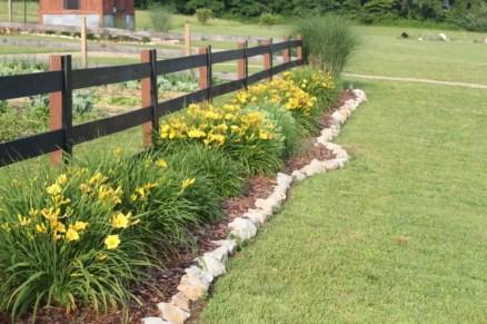 Outdoor garden decor landscaping flower beds ideas 24