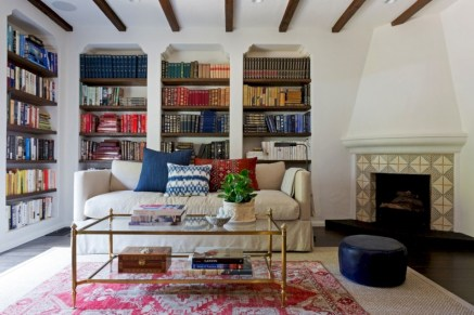 Pieces to create a stylish bookcase instantly 28
